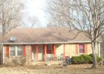 Foreclosed Home en WINDING WAY DR, White House, TN - 37188