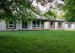 Foreclosed Home en BOWLING ALLEY RD, Benton, IL - 62812