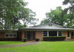 Foreclosed Home en PERSIMMON AVE, Lufkin, TX - 75904