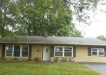Foreclosed Home en CHAUCER DR, Newark, DE - 19713