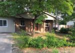 Foreclosed Home en PERSIMMON RD, Hope Mills, NC - 28348