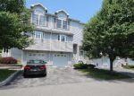 Foreclosed Home en JOHN JAY CT, New Windsor, NY - 12553