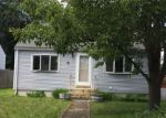 Foreclosed Home en RIVER VUE AVE, Warwick, RI - 02889