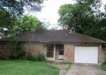 Foreclosed Home en E PLUM ST, Angleton, TX - 77515