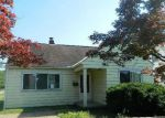 Foreclosed Home en WHITETHORN AVE, North Olmsted, OH - 44070