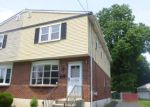 Foreclosed Home en E WAYNE AVE, Clifton Heights, PA - 19018