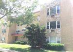 Foreclosed Home en S MAPLE AVE, Oak Park, IL - 60302