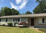 Foreclosed Home en CARRIAGE DR, Enfield, CT - 06082