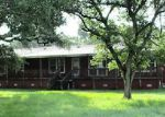 Foreclosed Home en PIN OAK CIR, Van Vleck, TX - 77482