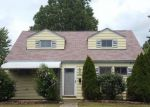 Foreclosed Home en W WILLOWICK DR, Eastlake, OH - 44095