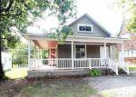 Foreclosed Home en N BROADWAY AVE, Salem, IL - 62881