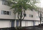 Foreclosed Home en W SPRING ST, West Haven, CT - 06516
