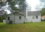 Foreclosed Home en WOODLAWN AVE, Waterford, CT - 06385