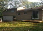 Foreclosed Home en SHERWOOD LN, Norwich, CT - 06360