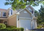 Foreclosed Home en POLARIS DR, Lake In The Hills, IL - 60156