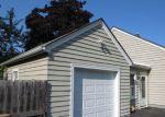 Foreclosed Home en N BONNIE BROOK LN, Waukegan, IL - 60087