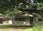 Foreclosed Home en HUGH DASPIT RD, Saint Martinville, LA - 70582