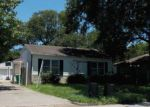 Foreclosed Home en PARKWAY ST, Baytown, TX - 77520