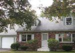 Foreclosed Home en CIRCLE DR, Torrington, CT - 06790