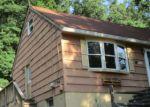 Foreclosed Home en CLARK ST, Bloomingdale, NJ - 07403