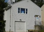 Foreclosed Home en CLOVERHILL AVE, Bridgeport, CT - 06606