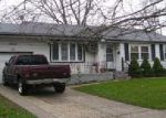 Foreclosed Home en SWALLOW LN, Brentwood, NY - 11717