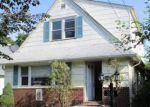 Foreclosed Home en DORLON ST, Hempstead, NY - 11550