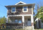 Foreclosed Home en E 38TH ST, Latonia, KY - 41015