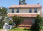 Foreclosed Home en E OVERLOOK RD, Cleveland, OH - 44118