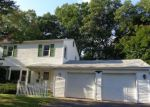 Foreclosed Home en ROWLAND DR, East Hartford, CT - 06118