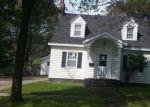 Foreclosed Home en E A ST, Iron Mountain, MI - 49801