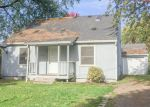 Foreclosed Home en E 3RD ST, Newberg, OR - 97132