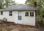 Foreclosed Home en CEDAR AVE, Elgin, IL - 60120