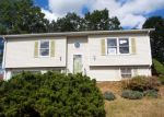 Foreclosed Home en VILLAGE GREEN DR, New Britain, CT - 06053