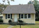 Foreclosed Home en E WALNUT ST, Central Islip, NY - 11722