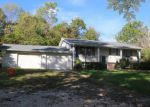 Foreclosed Home en GRAVENS RD, Troy, MO - 63379