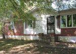 Foreclosed Home en EDGEWOOD DR, Vine Grove, KY - 40175