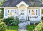 Foreclosed Home en WOODSIDE AVE, Freeport, NY - 11520