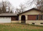 Foreclosed Home en E WATONWAN ST, Lake Crystal, MN - 56055