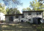 Foreclosed Home en SW TWILIGHT DR, Topeka, KS - 66614