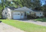 Foreclosed Home en GARDEN LN, Vestal, NY - 13850