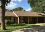 Foreclosed Home en OAK CREEK CIR, Luling, TX - 78648