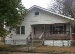 Foreclosed Home en N MAPLE ST, Hutchinson, KS - 67501