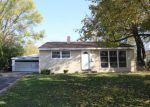 Foreclosed Home en ALAMEDA DR, Carpentersville, IL - 60110