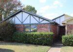 Foreclosed Home en LOMAX DR, Dallas, TX - 75227