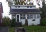 Foreclosed Home en S GLENCOVE RD, Syracuse, NY - 13206