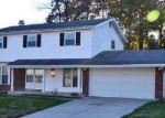 Foreclosed Home en PETTYCOAT LN, Florissant, MO - 63034