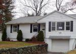 Foreclosed Home en MAPLERIDGE DR, Waterbury, CT - 06705