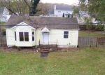 Foreclosed Home en SPAR DR, Mastic Beach, NY - 11951