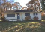 Foreclosed Home en PATCHOGUE AVE, Mastic, NY - 11950